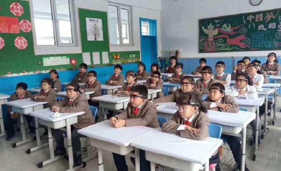 В школах Китая используют головные повязки с датчиками для слежения за мозговой активностью