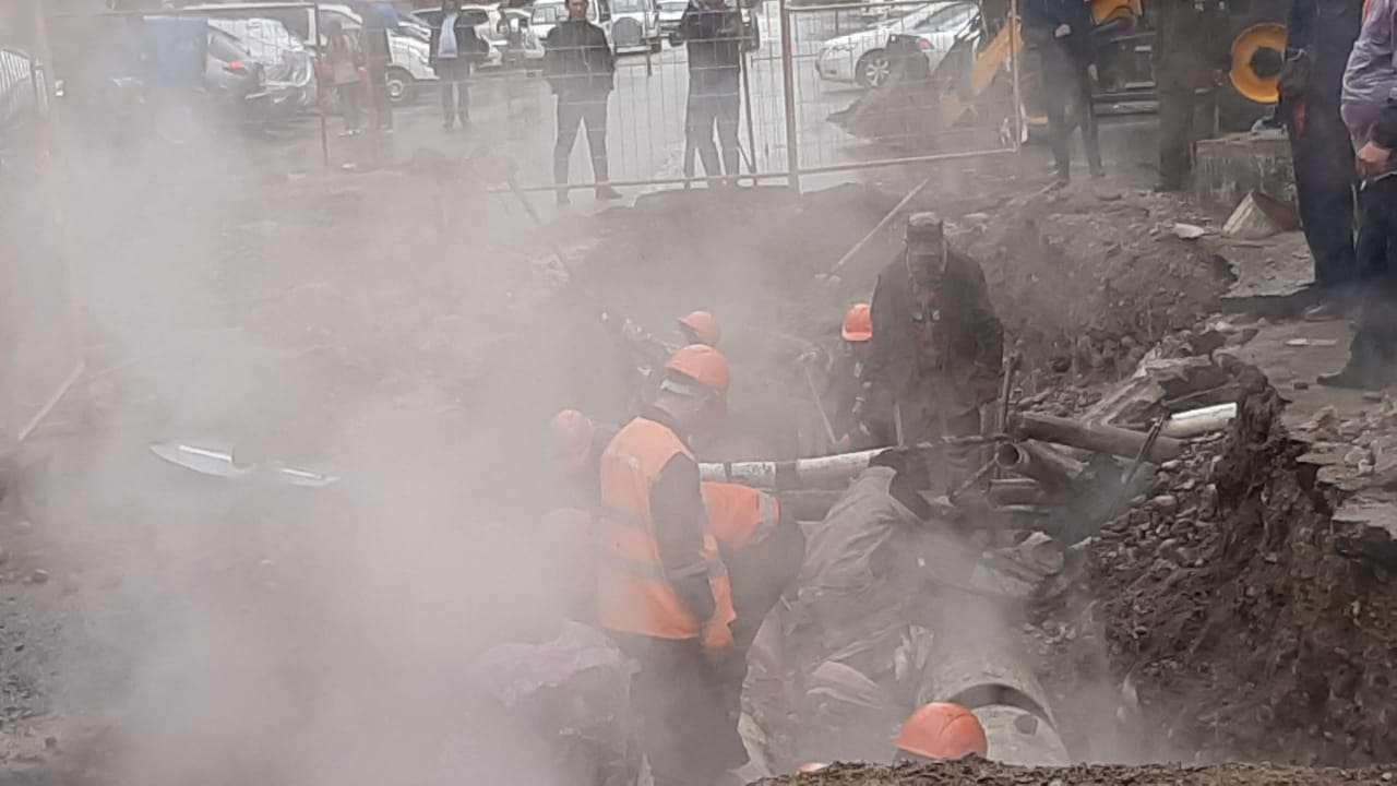 Порыв теплотрассы в Алматы