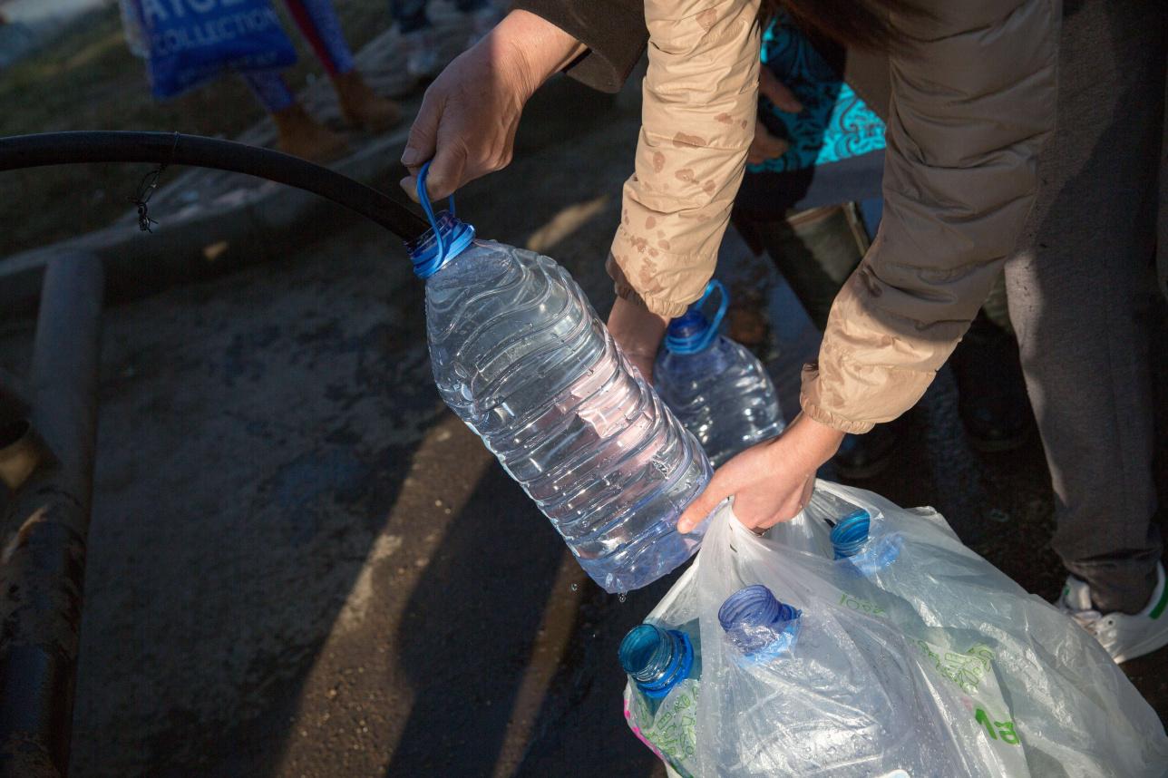 Жители Лесной Поляны запасаются водой