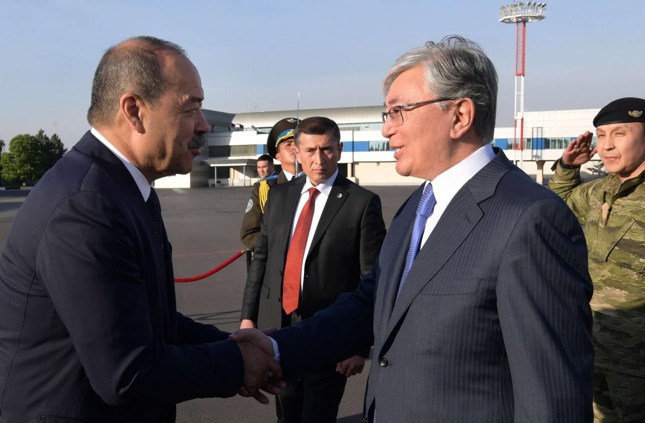 Высокого гостя встретил премьер-министр Узбекистана Абдулла Арипов