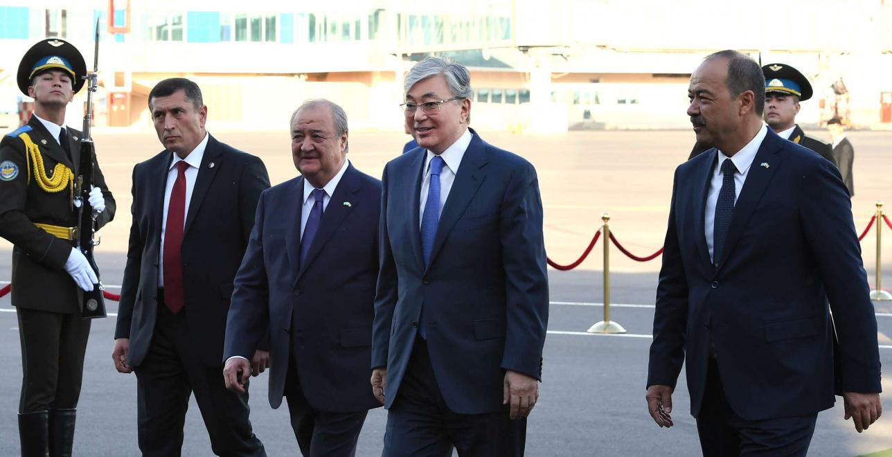 Касым-Жомарт Токаев прибыл в Узбекистан с первым государственным визитом