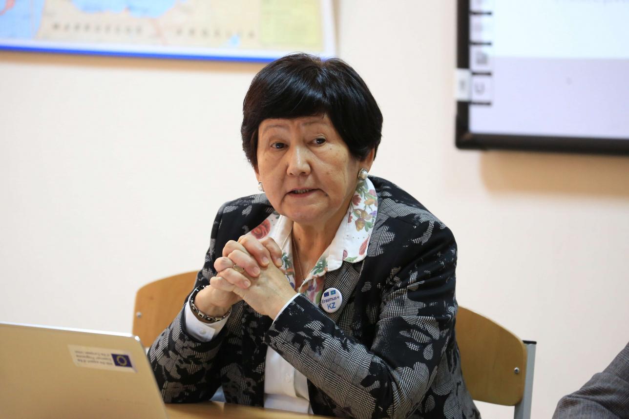 """Директор Национального центра """"Эразмус+"""" в Казахстане Шайзада Тасбулатова"""