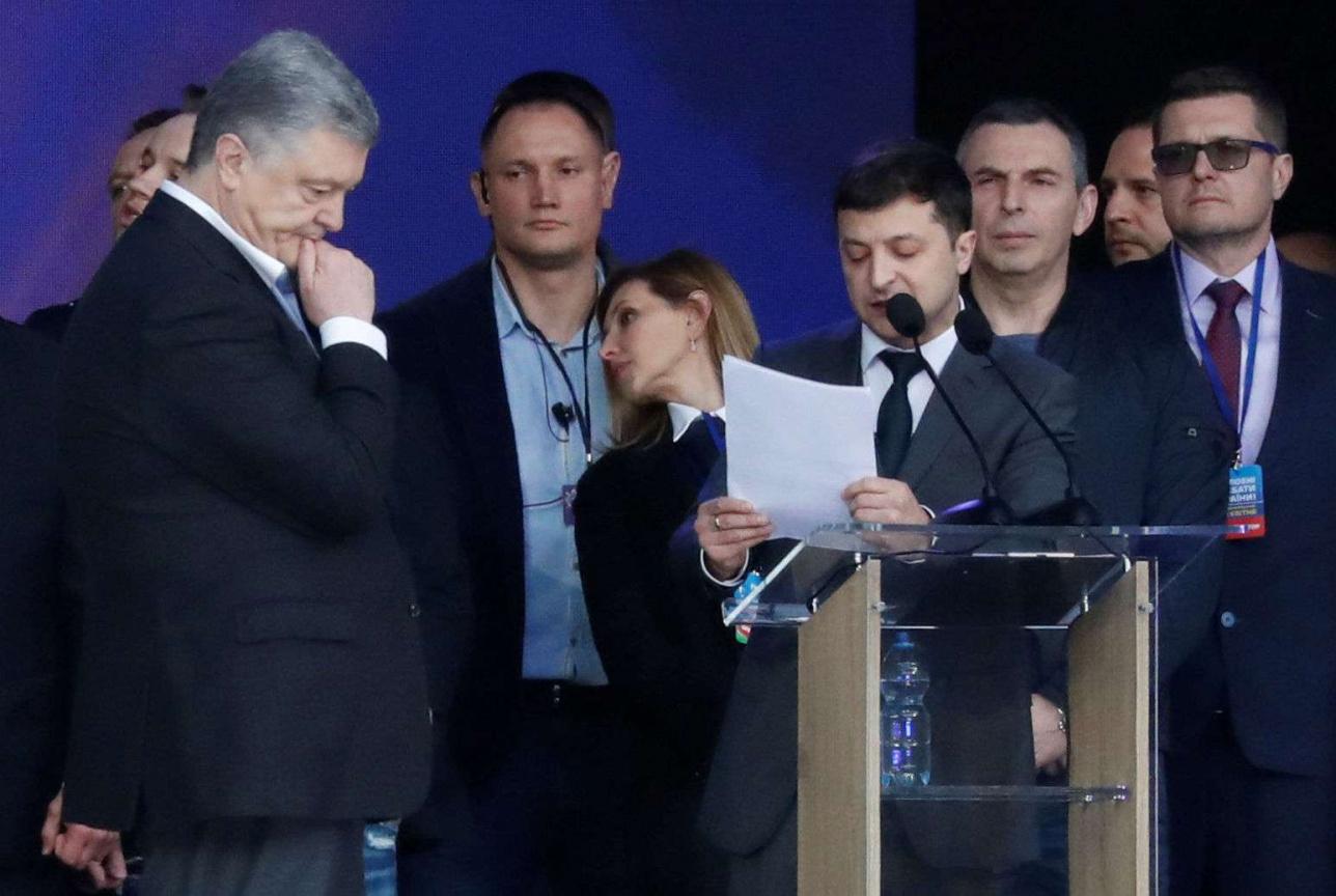Зеленский задаёт вопрос Порошенко