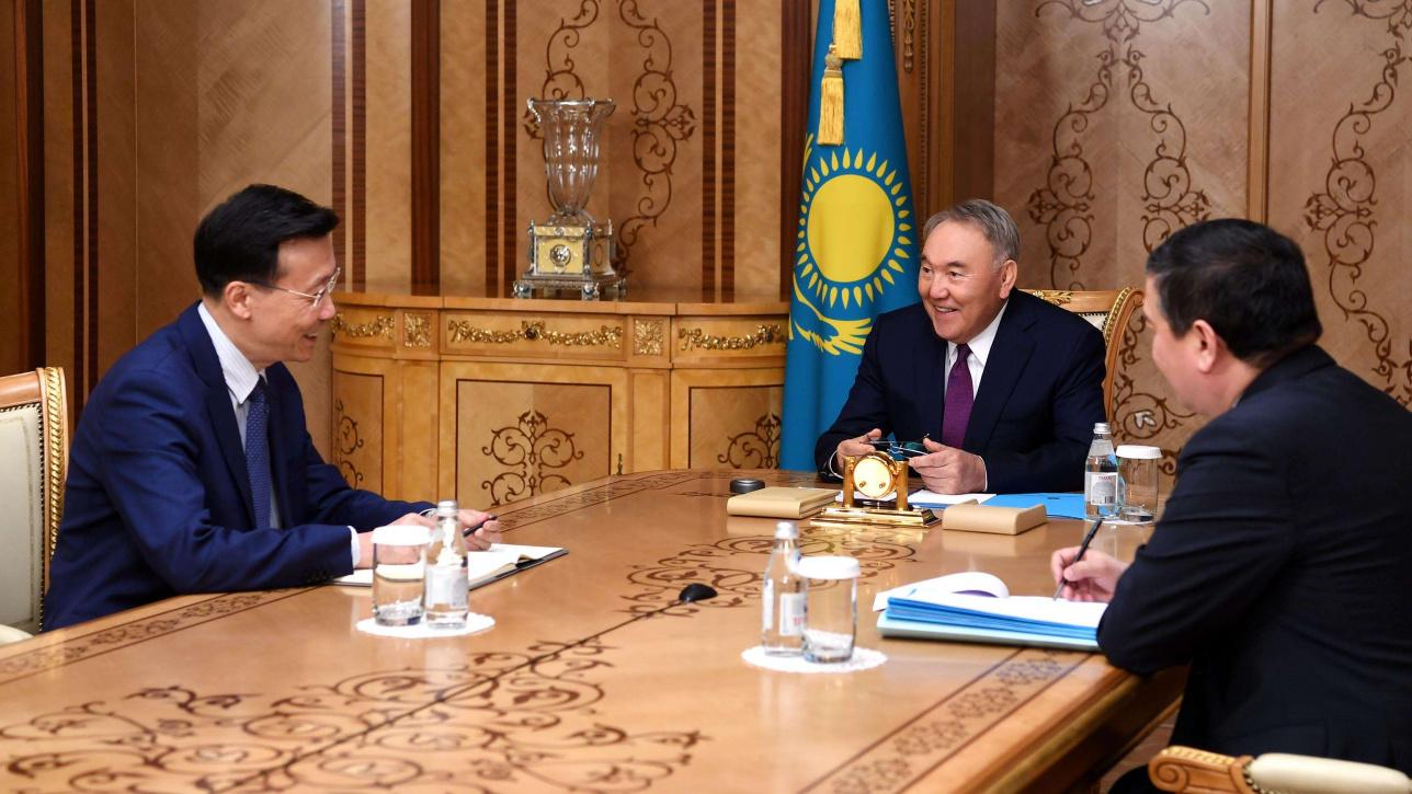 Назарбаев встретился с послом КНР