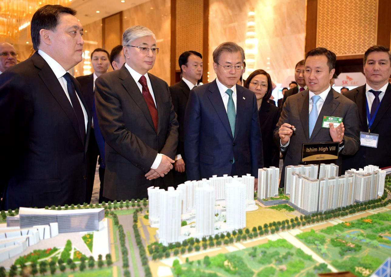 Главы государств осмотрели выставку инвестиционных проектов