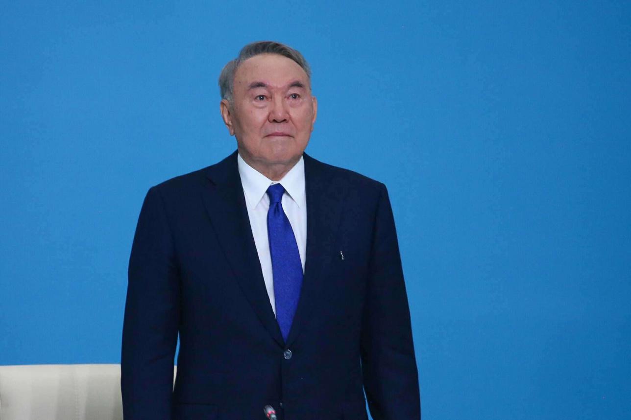 Назарбаев көзіне жас алды