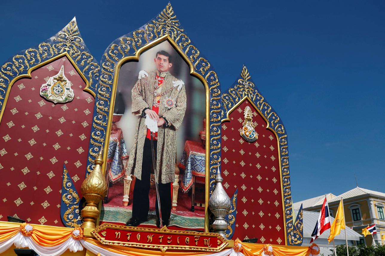 Портрет короля Рамы X во время репетиции его коронации