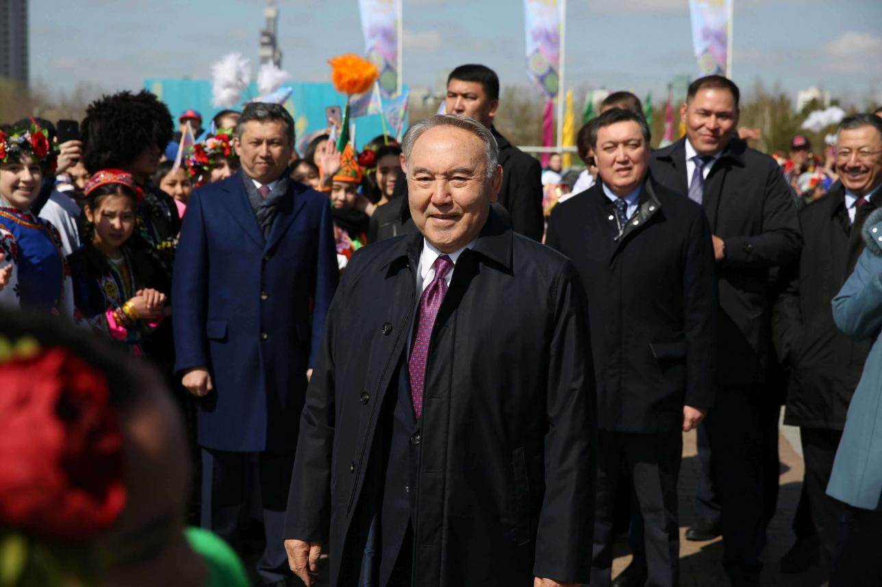 Елбасы поздравил казахстанцев с Днём единства народа Казахстана