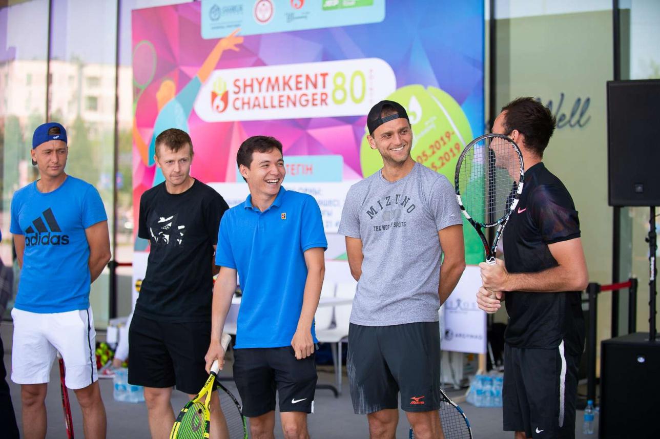 Члены сборной Казахстана по теннису провели мастер-класс для детей