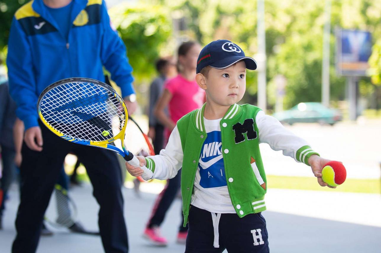 Поучаствовать в мастер-классе могли не только дети, занимающиеся теннисом, но и посетители ТРЦ