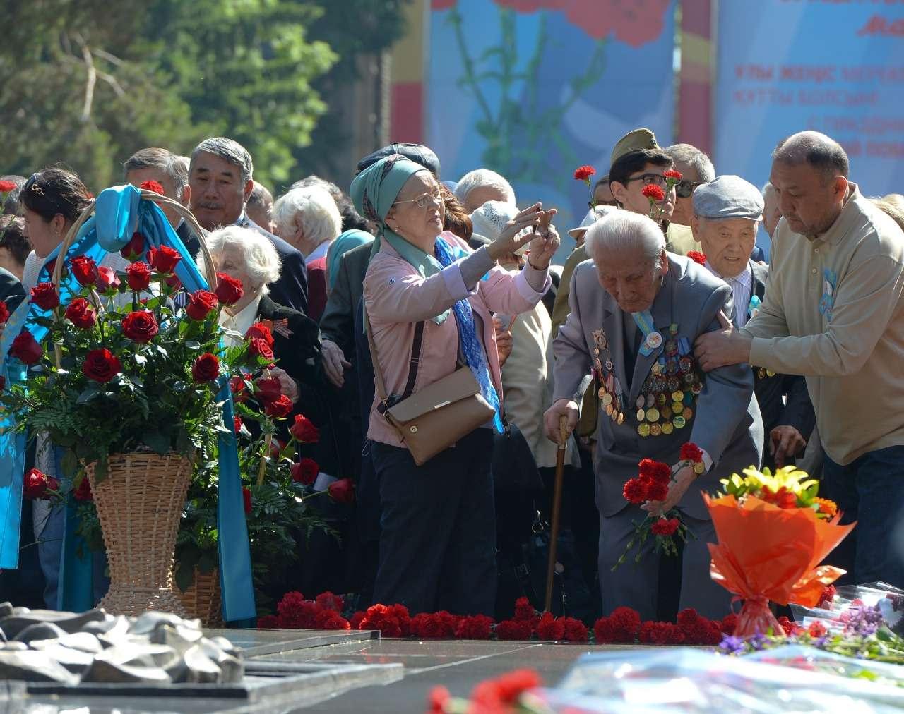 Празднование Дня победы в Алматы