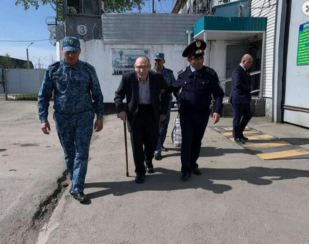 94-летнего Ивана Суркова освободили из-под стражи