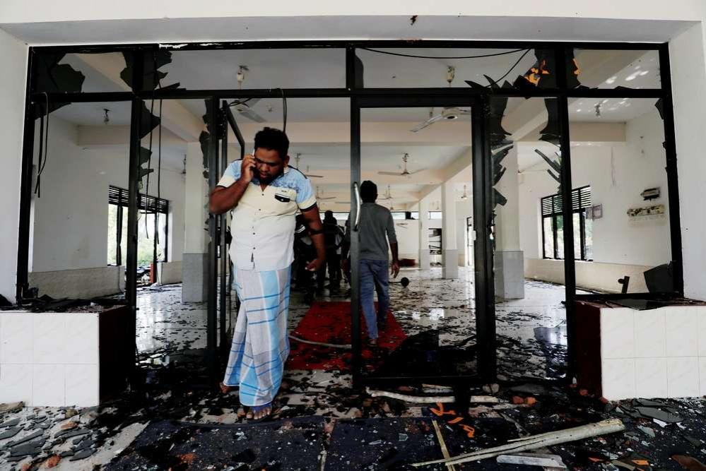 В Шри-Ланке громят мечети и магазины, принадлежащие мусульманам