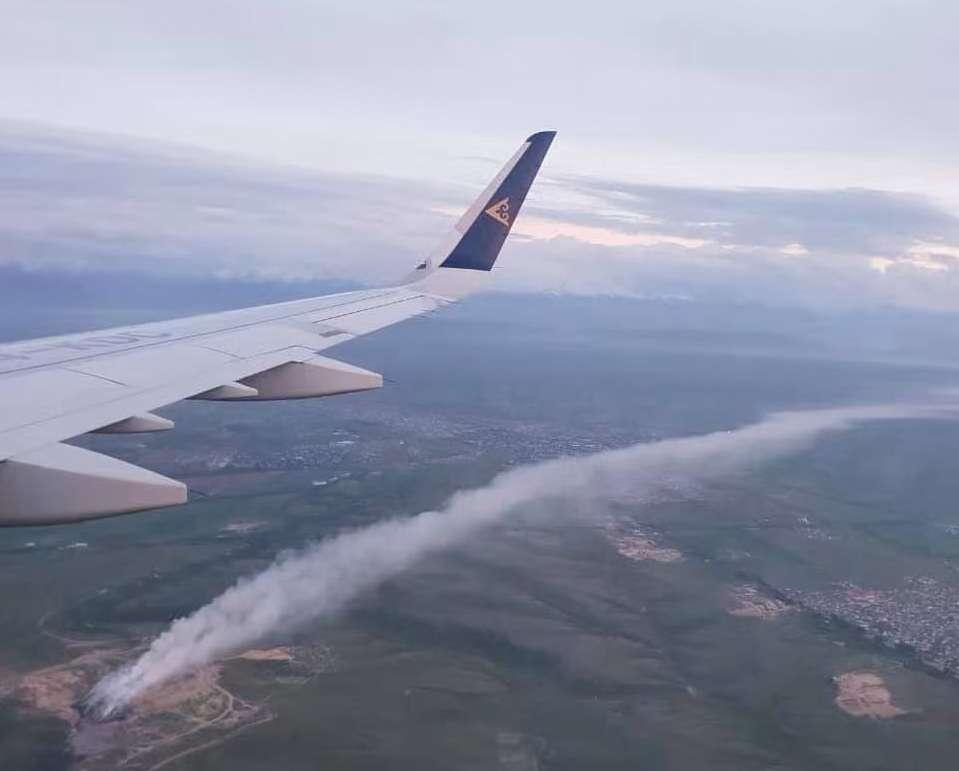 Облако дыма от горящей свалки