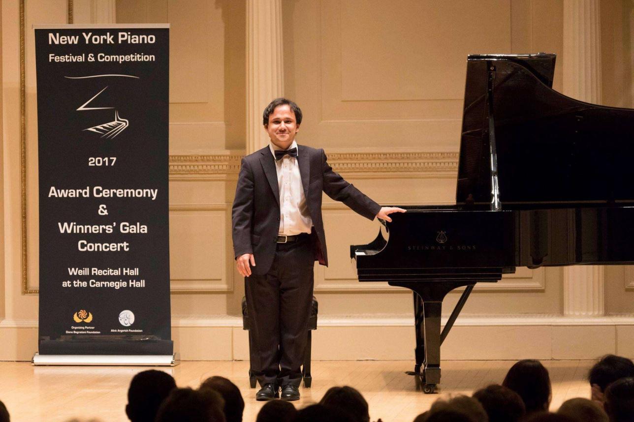 Иван Гусев Нью-Йорк қаласында өткен халықаралық музыка фестивальдерінің бірінде