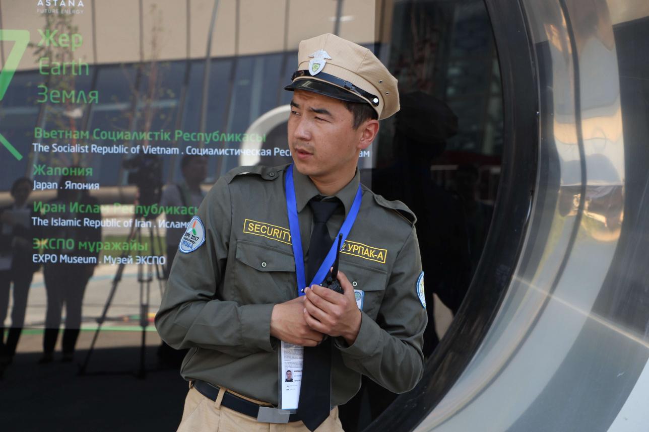Охранник на выставке ЭКСПО-2017
