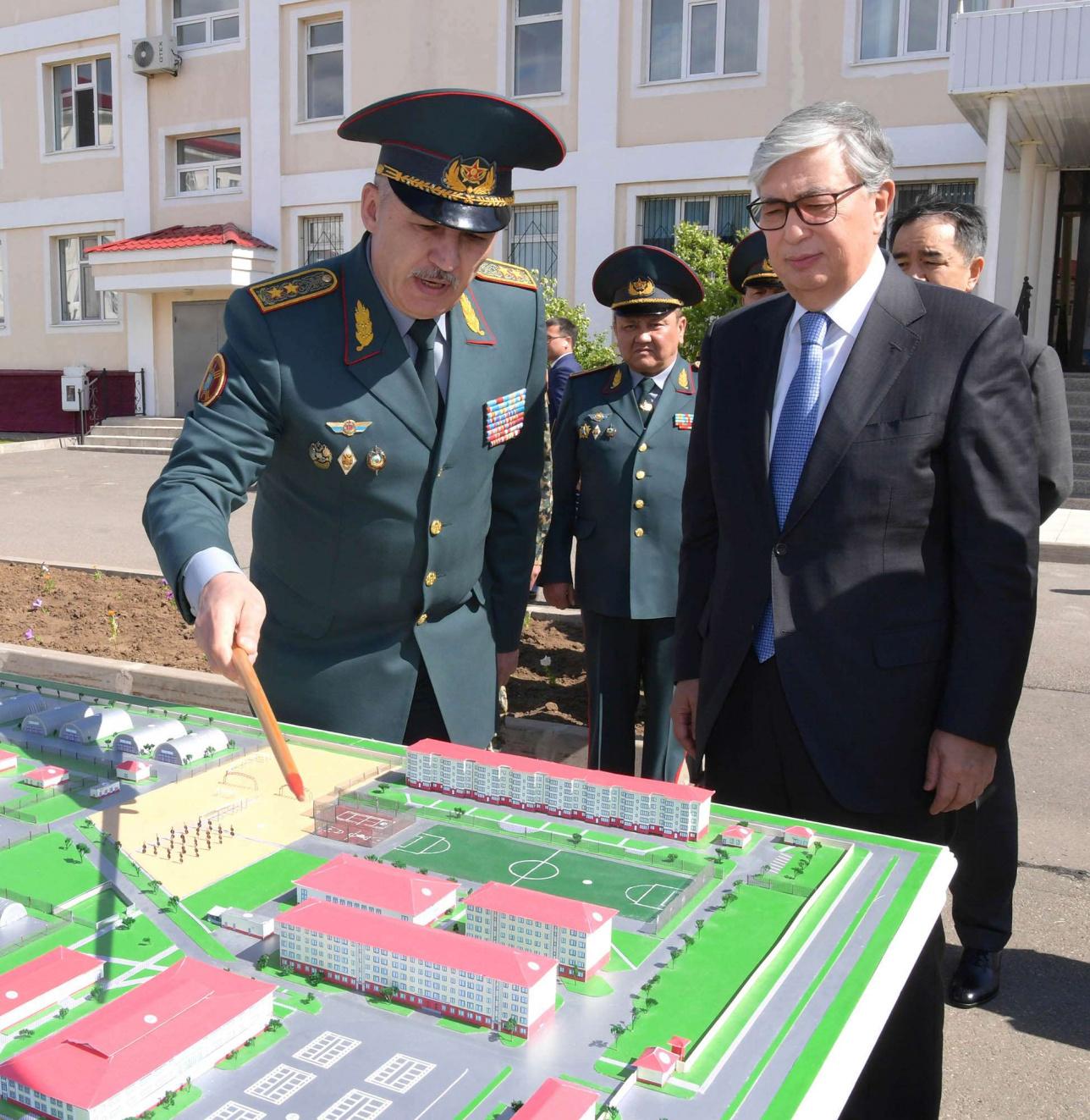 Токаев посетил воинскую часть Национальной гвардии