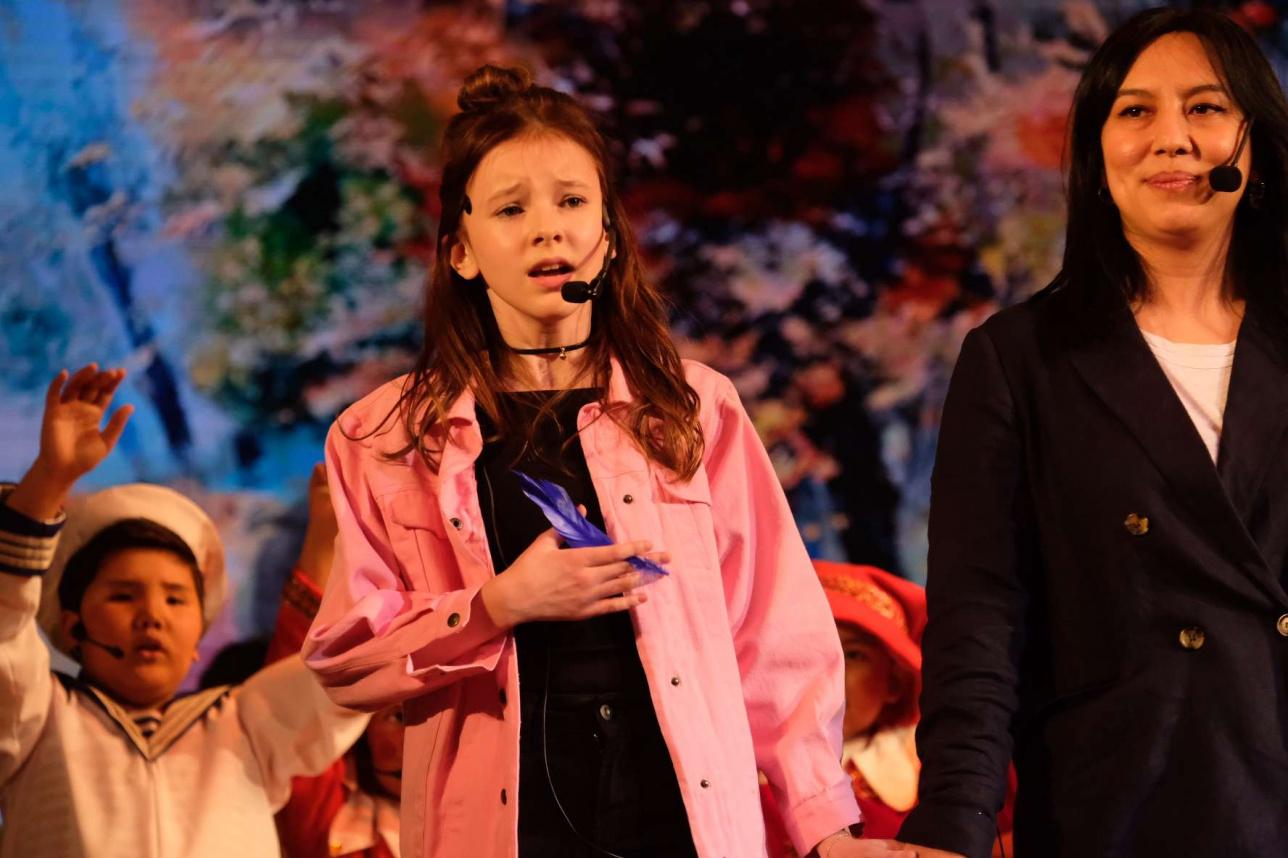 Выступление Данэлии Тулешовой