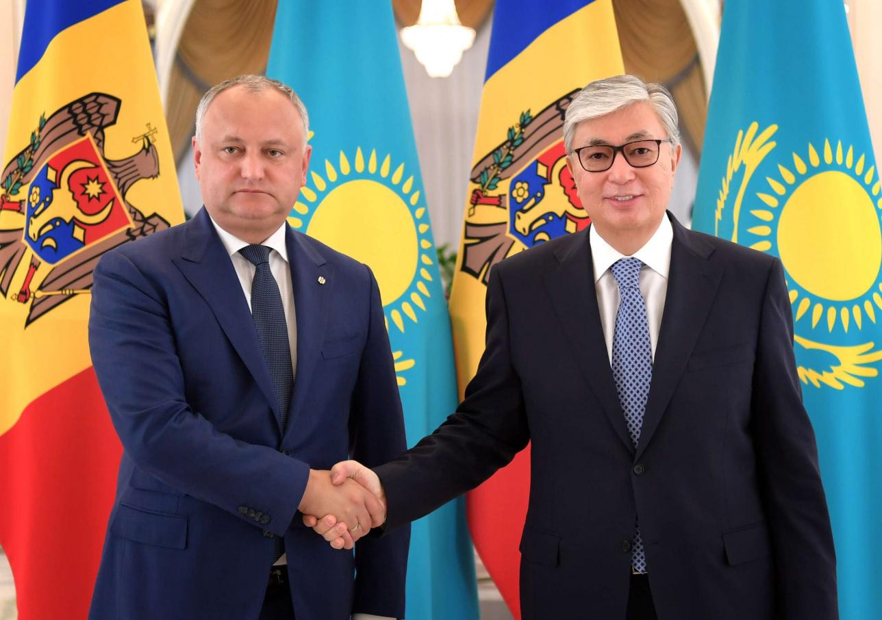 Токаев и Додон обсудили двусторонние связи и взаимодействие в рамках международных организаций