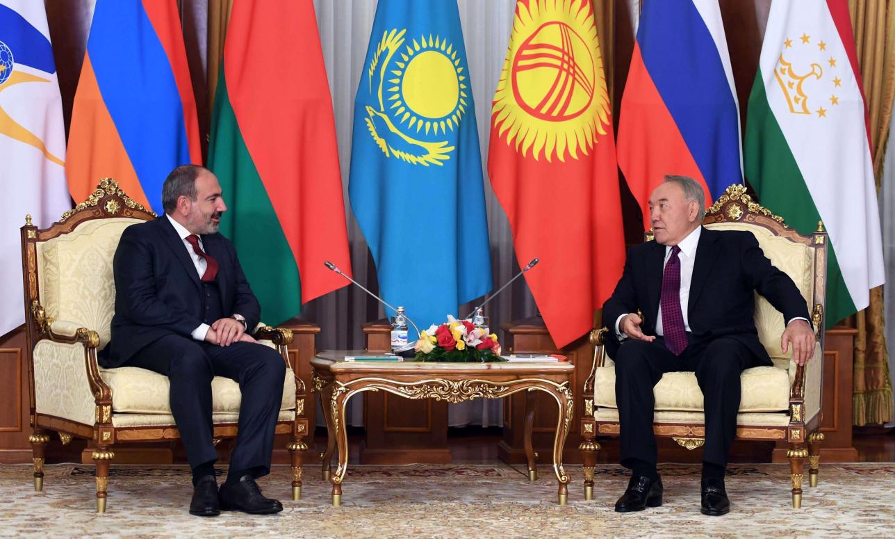 Назарбаев встретился с Пашиняном