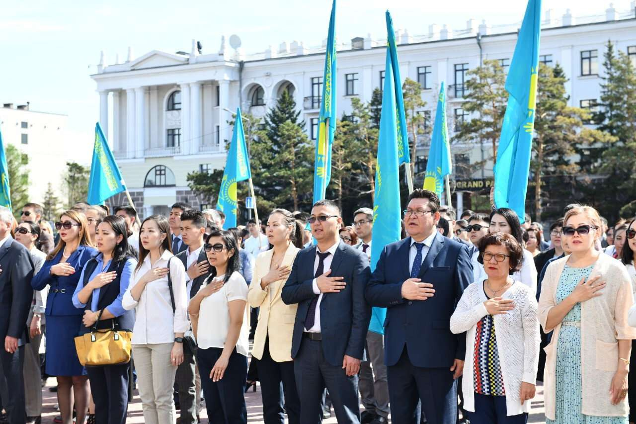 Более 600 человек исполнили гимн Казахстана в Нур-Султане