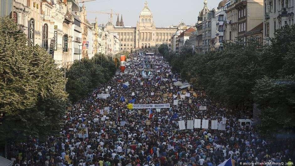 Участники протестов в Праге, 4 июня 2019 года