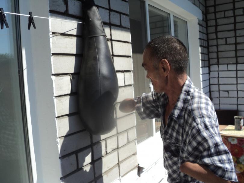 Ахат боксирует не хуже здоровых спортсменов