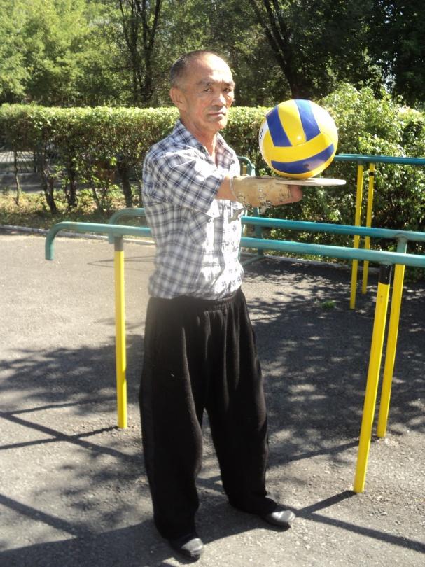 Ахат может и в волейбол сыграть