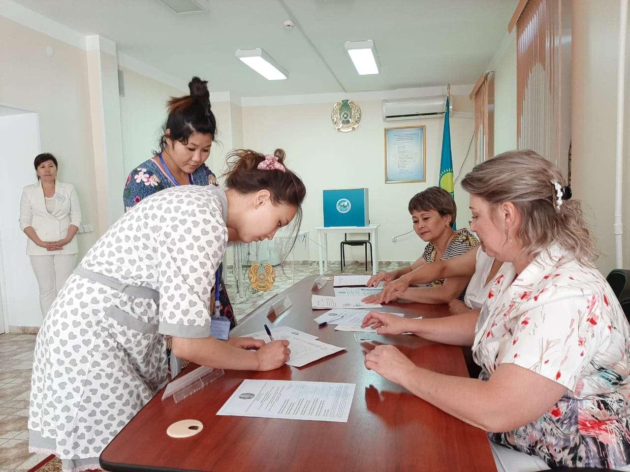 Роженицы голосуют в Уральске