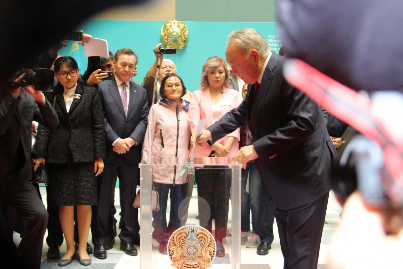 Нурсултан Назарбаев проголосовал на выборах