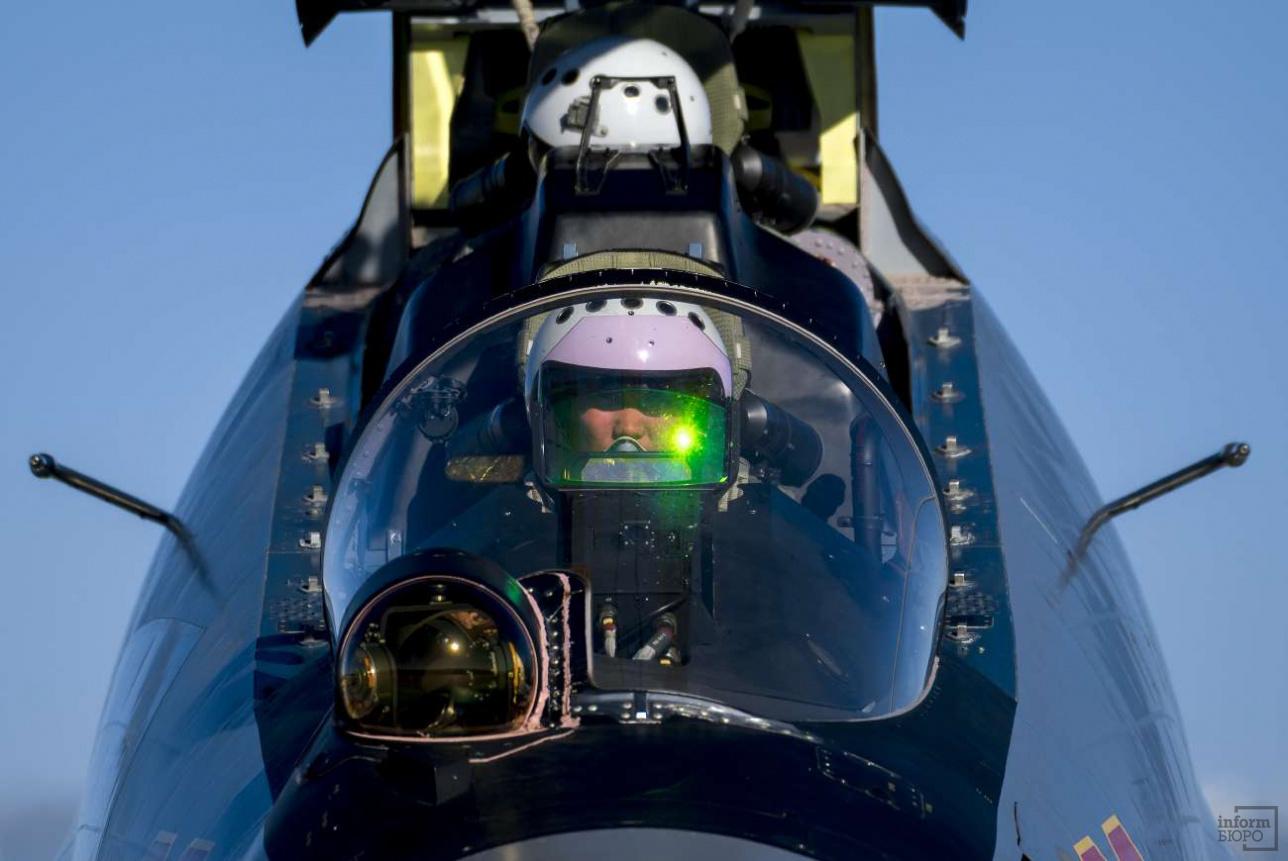 Экипаж проверяет системы самолёта перед вылетом
