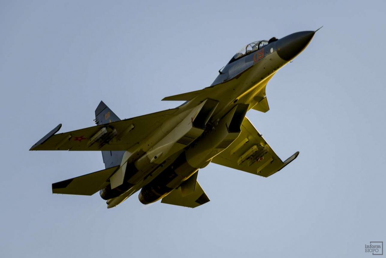 Тренировочный полет продолжается 40-50 минут в зависимости от заправки топливом