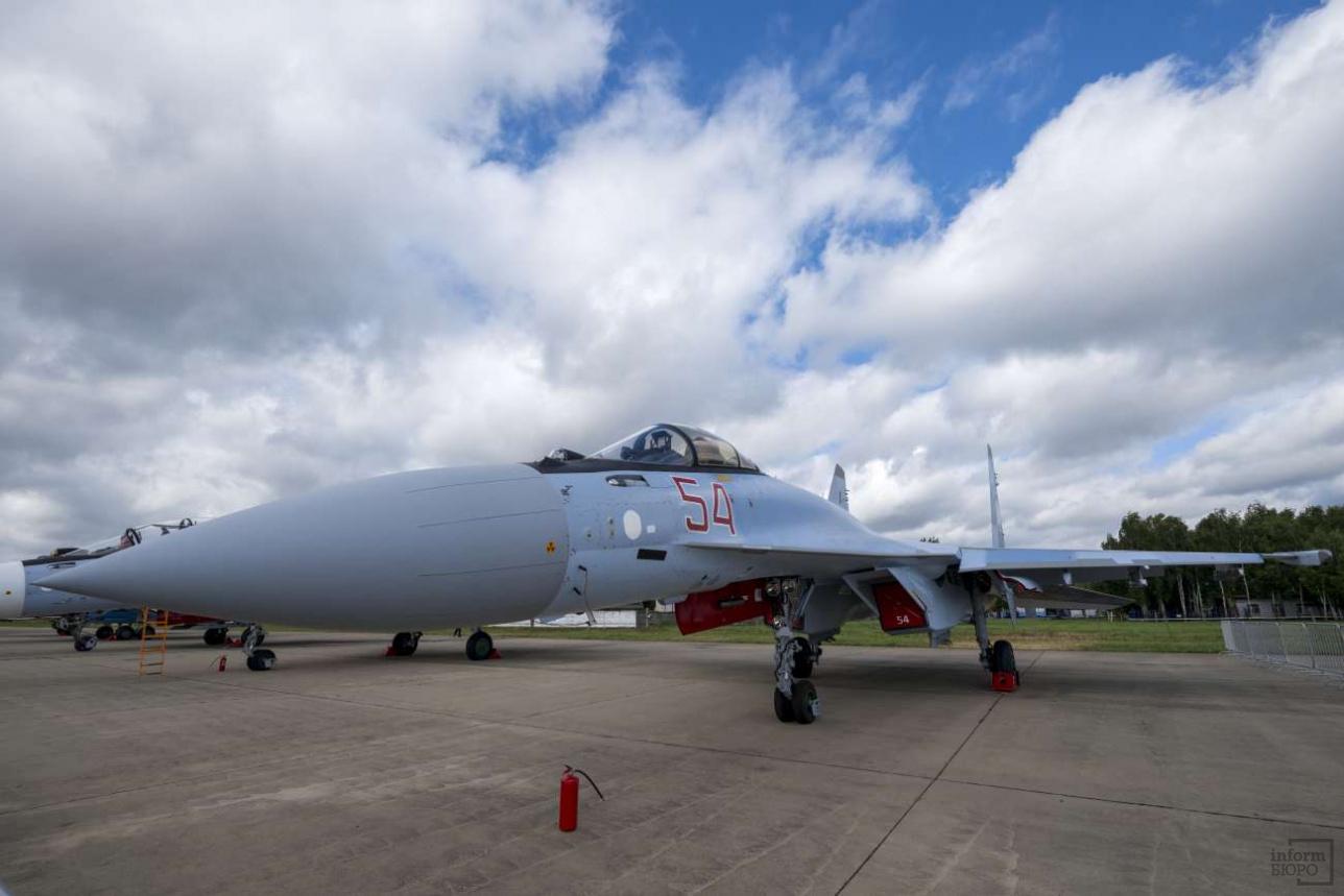 """Су-35С на аэродроме в Кубинке во время проведения военно-технического форума """"Армия"""" в 2017-м году"""