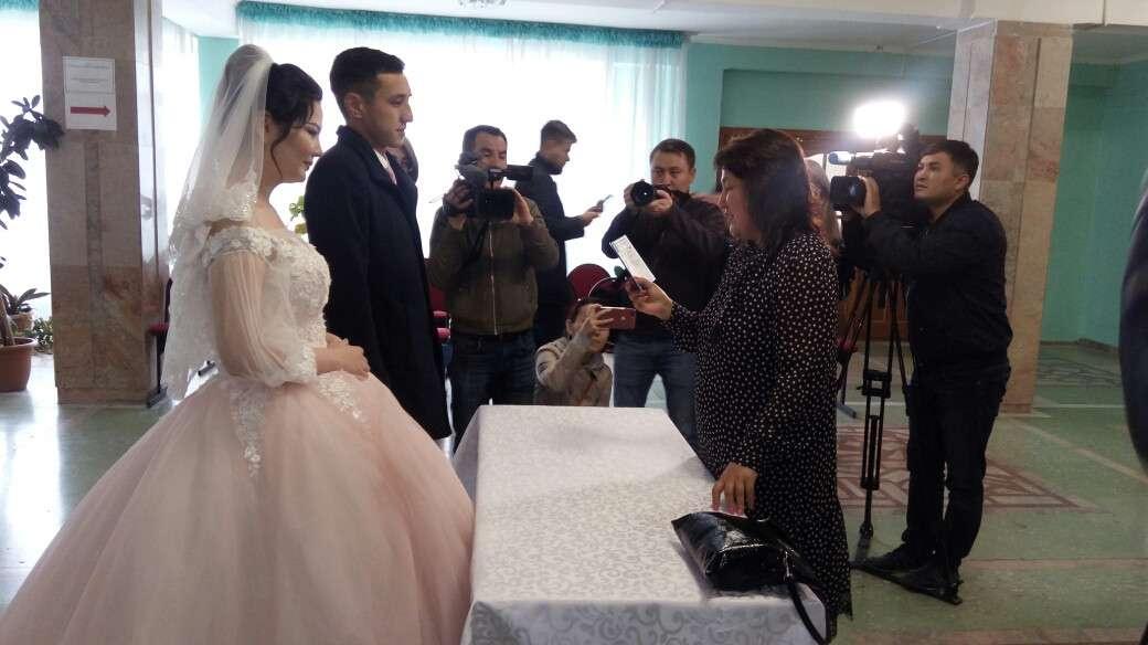 Молодожёны зарегистрировали брак на избирательном участке