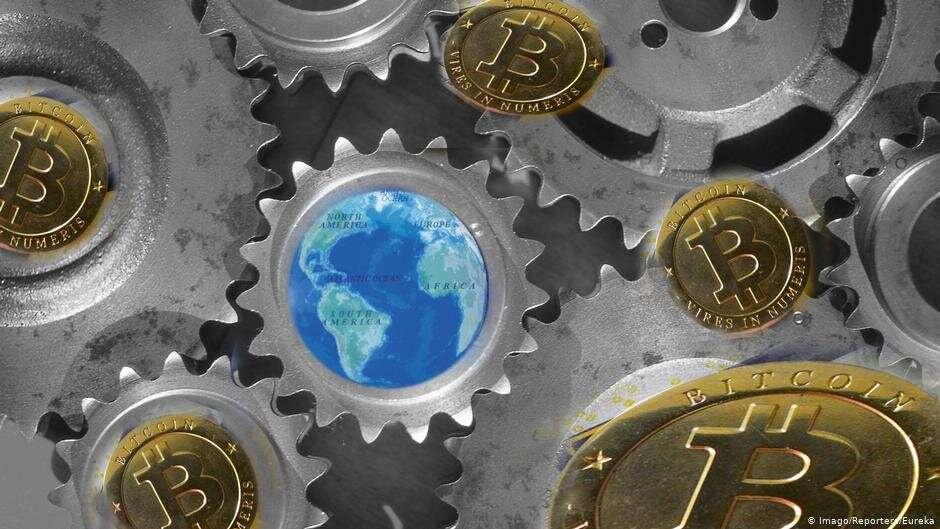 Логотип криптовалюты Bitcoin, прямую конкуренцию которой должна составить криптовалюта компании Facebook Libra