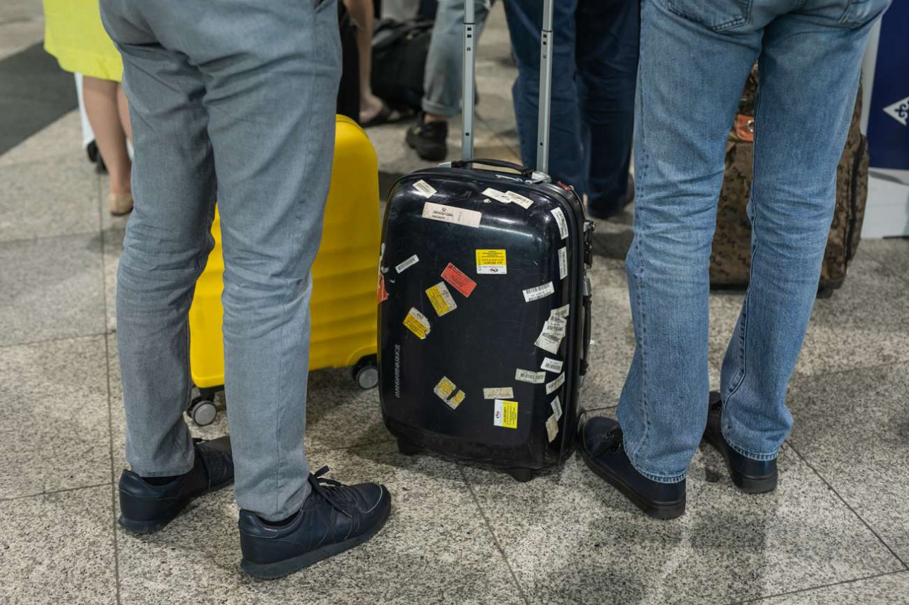 Бирки со штрих-кодом на чемодане