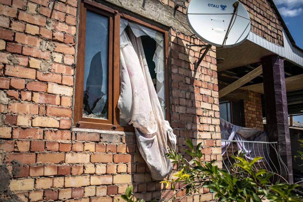 Пострадавший от взрывов дом в Арысе
