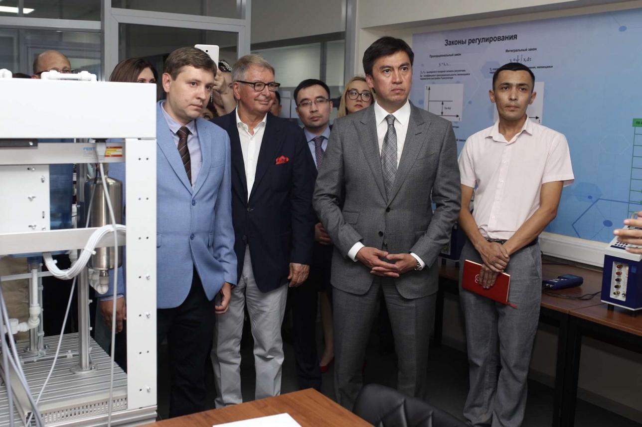Габидулла Абдрахимов и Ежи Старак на открытии образовательного центра