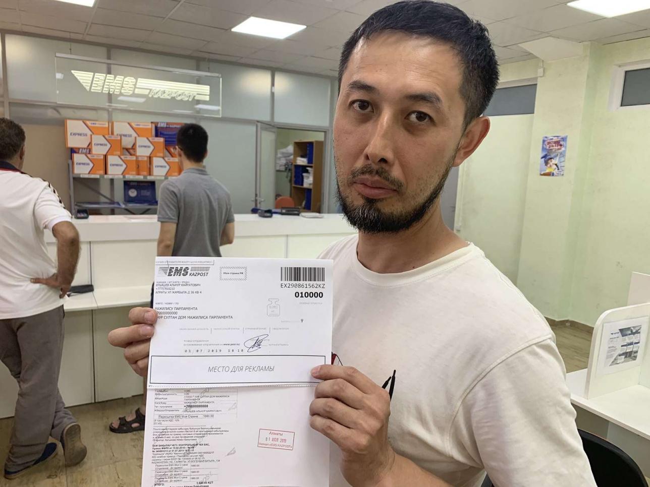 1 июля 2019 года. Альнур Ильяшев отправляет с алматинского Главпочтамта в столицу письма с резолюцией митинга.
