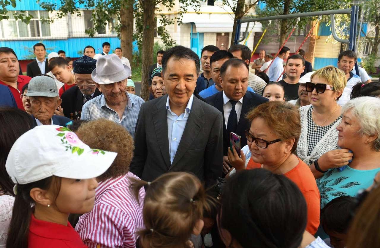 Бакытжан Сагинтаев с жителями Ауэзовского района