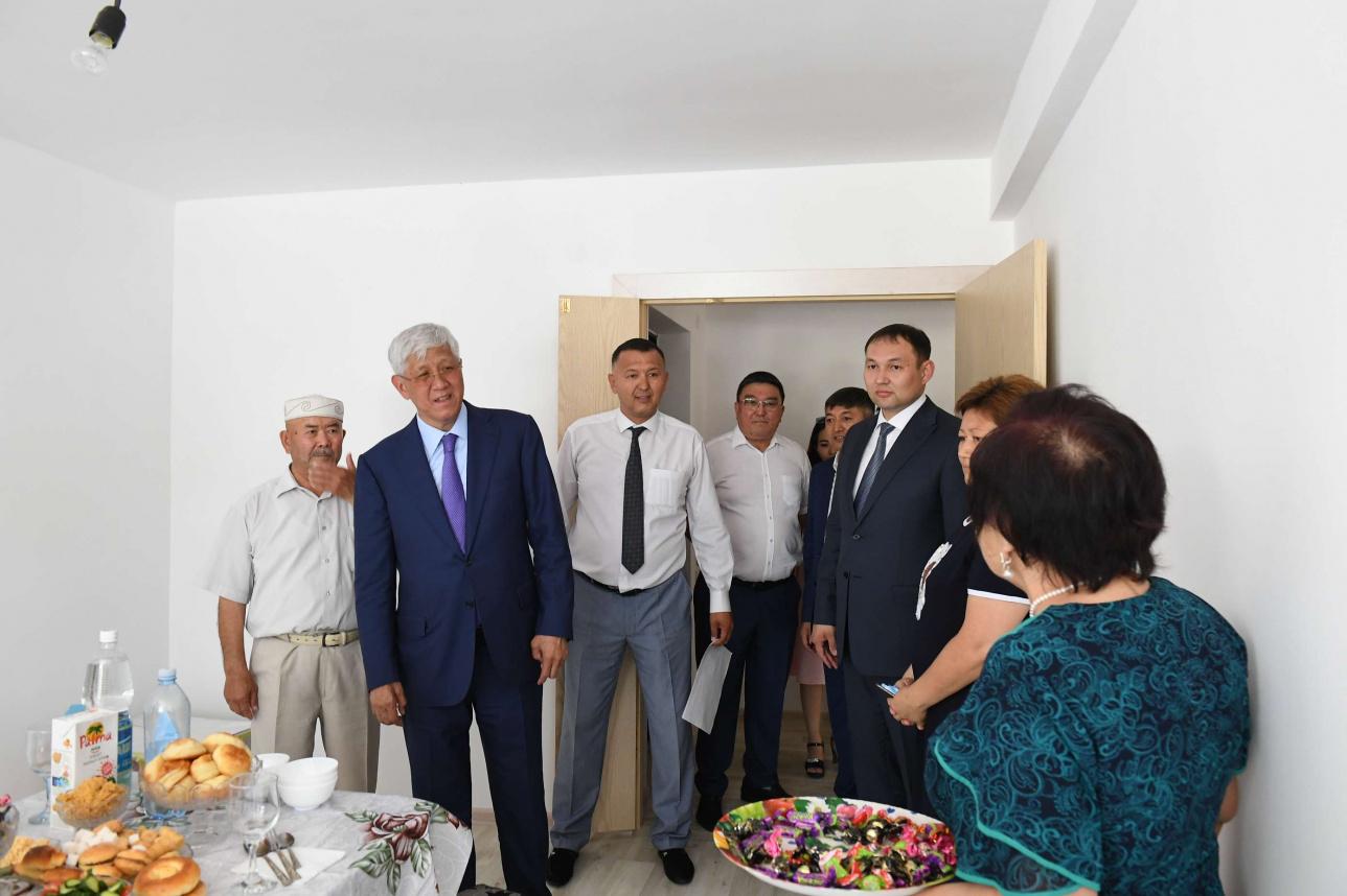 Глава региона даже заглянул в гости к некоторым жильцам