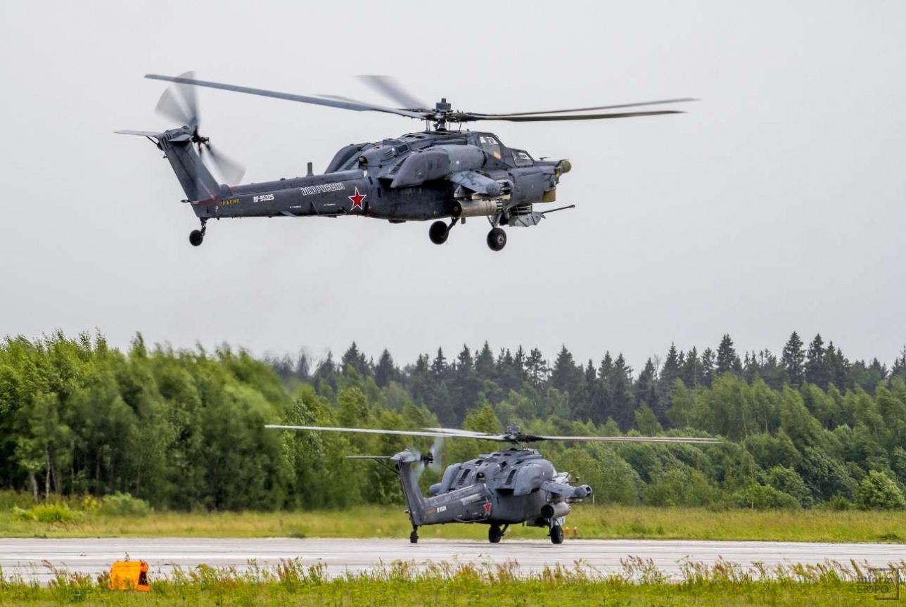 """Пилотажная группа """"Беркуты"""" выступает на ударных вертолетах Ми-28Н """"Ночной охотник"""""""
