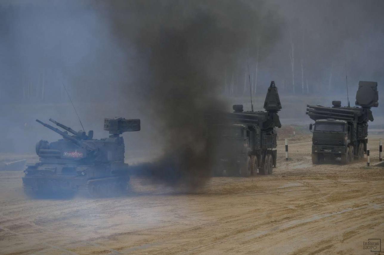 """Зенитные ракетно-пушечные комплексы """"Тунгуска"""" и """"Панцирь-С1 """""""