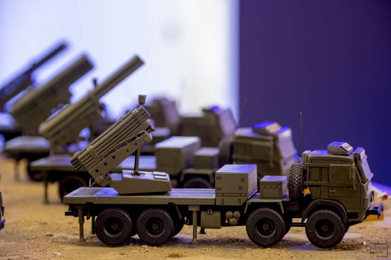 Макет модернизированной ракетной системы залпового огня для Сухопутных войск от ПЗТМ