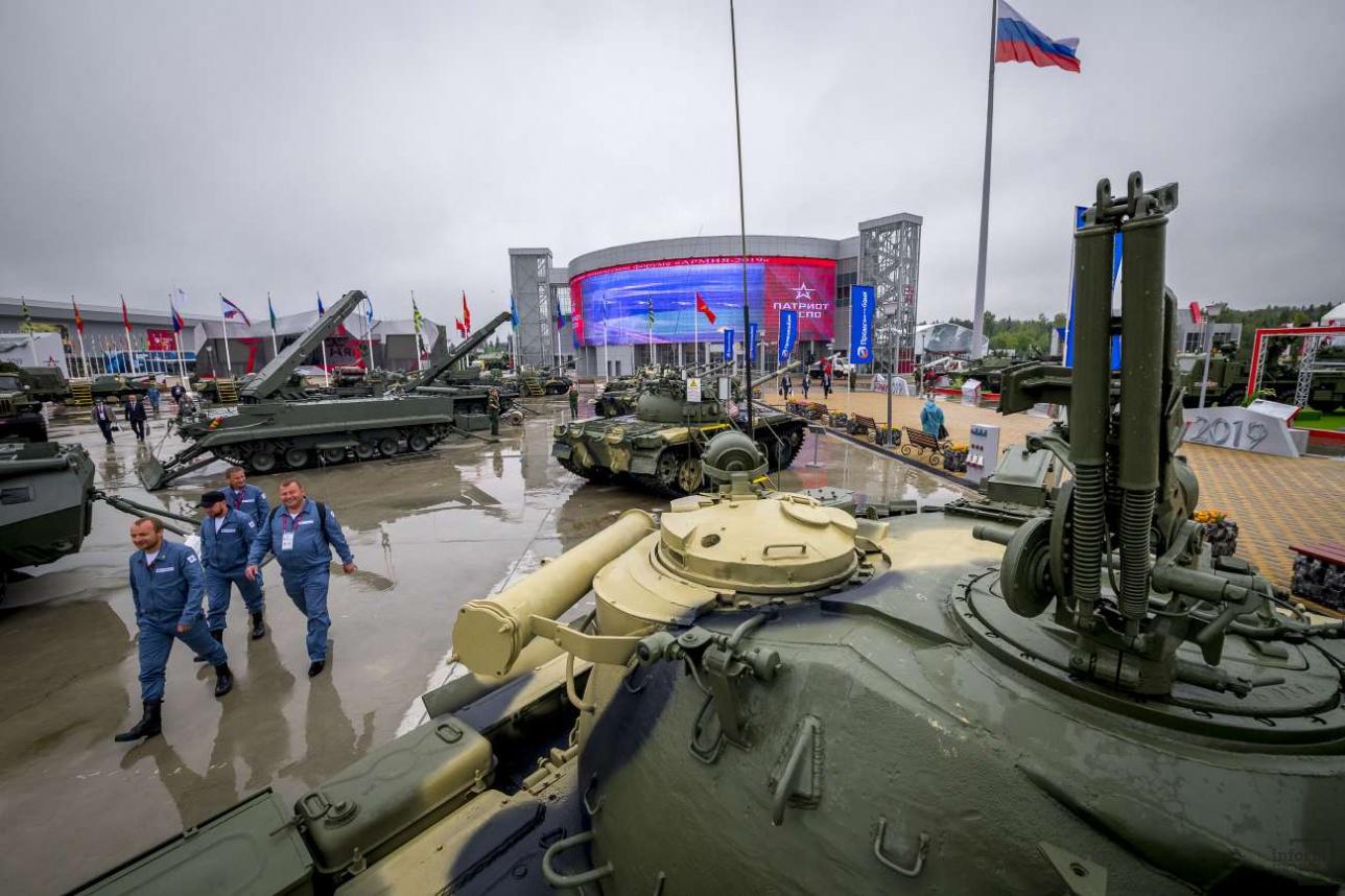 """Статическая экспозиция боевой техники в парке """"Патриот"""""""