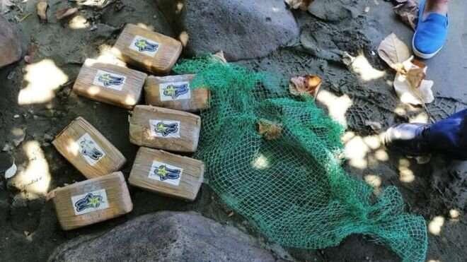 В воскресенье на пляже в провинции Кесон были найдены семь таких брикетов