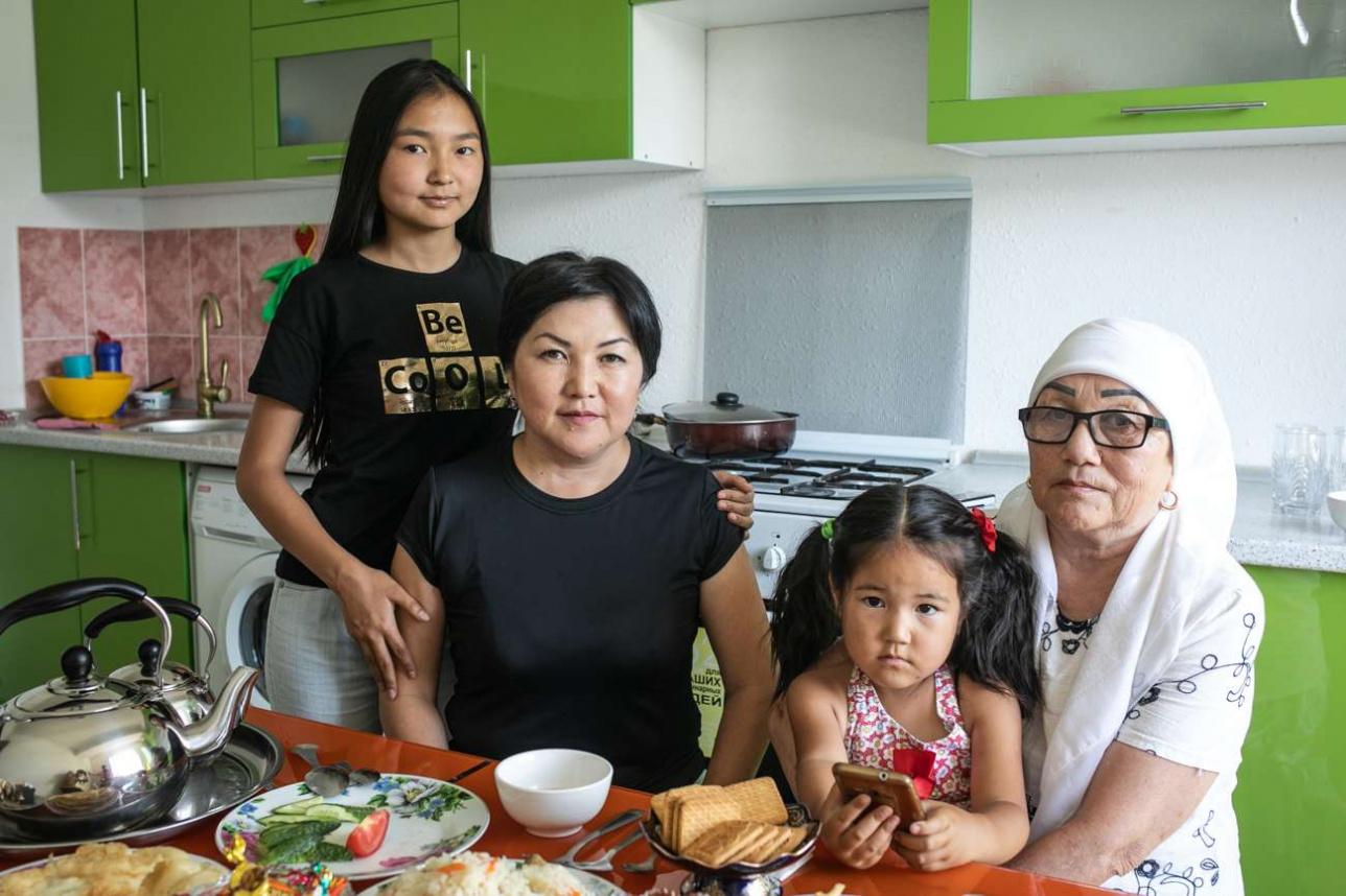 Семья Баймухамбетовых в своей квартире в Талгаре