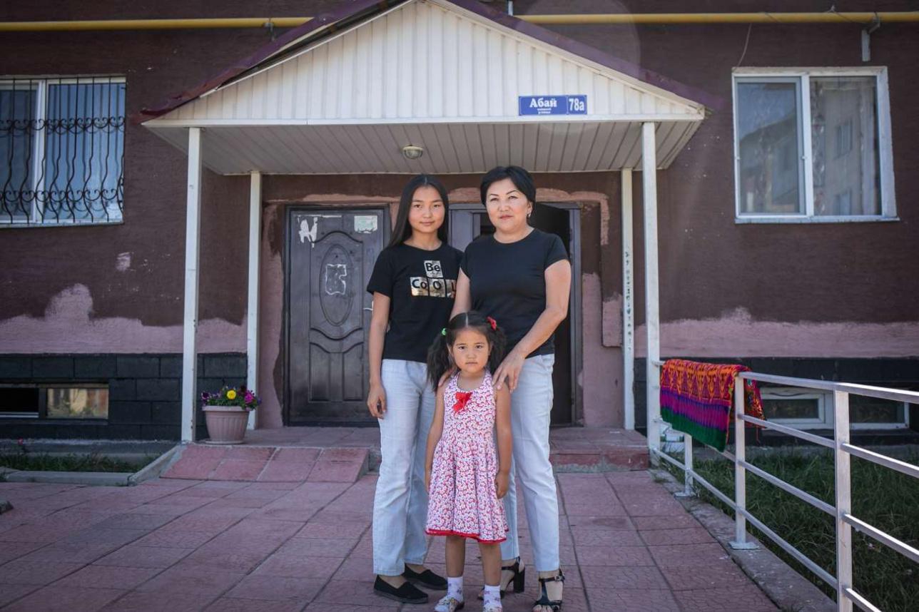 Асель Баймухамбетова с дочерьми в Талгаре