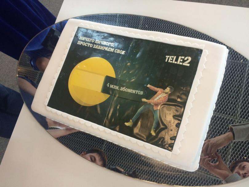 Теле2 подарил Beeline торт