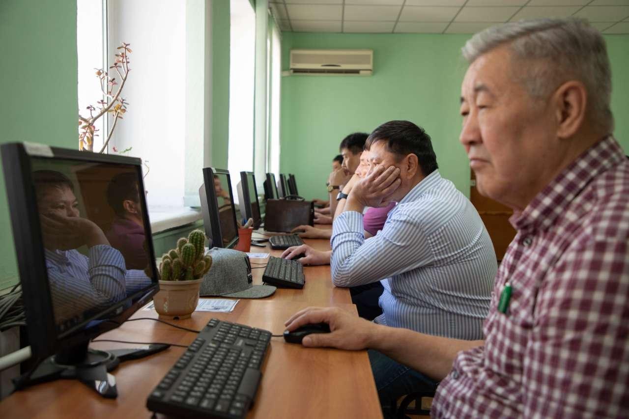Директоры больниц сдают тесты в Караганде